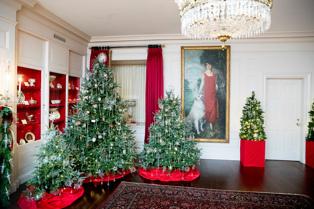 . The China Room of the White House is decorated during a preview of the 2016 holiday decor, Tuesday, Nov. 29, 2016, in Washington. (AP Photo/Andrew Harnik)