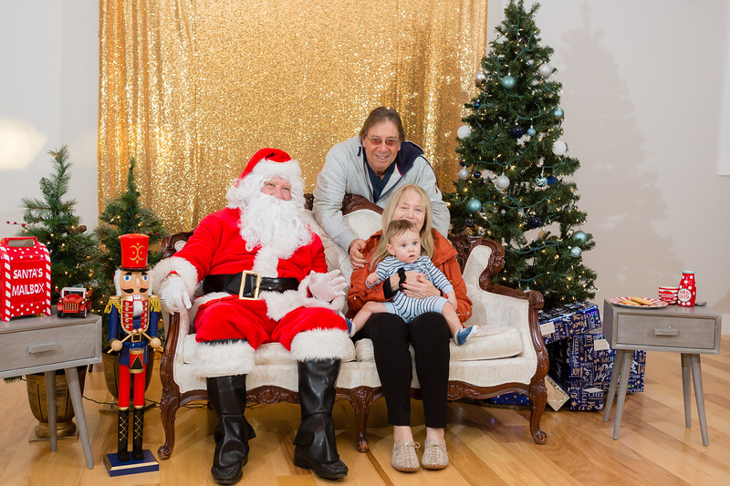 FADS Picture with Santa-237.jpg