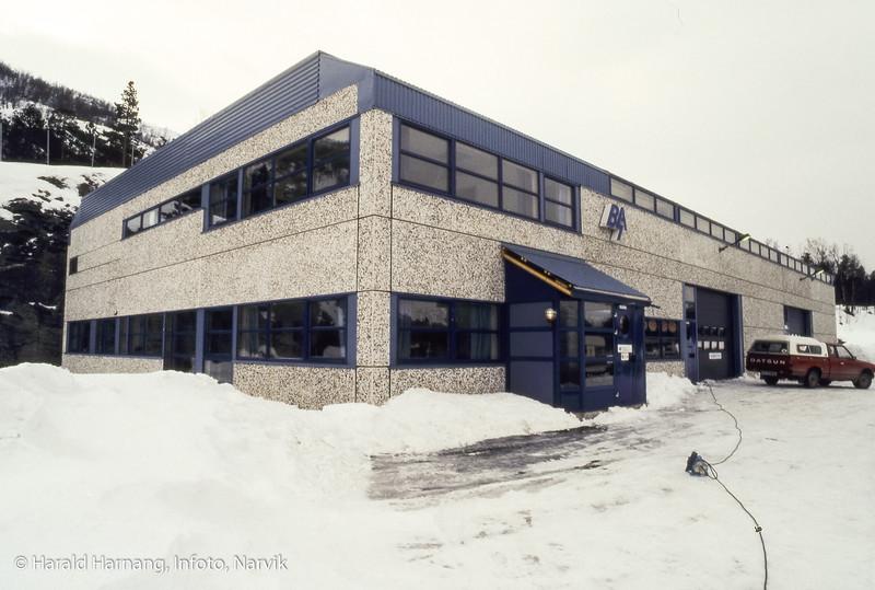 Berggård - Amundsen, el-grossist, ny bygning på Djupvik. Bygningen er nå base for helikoptervirksomet.