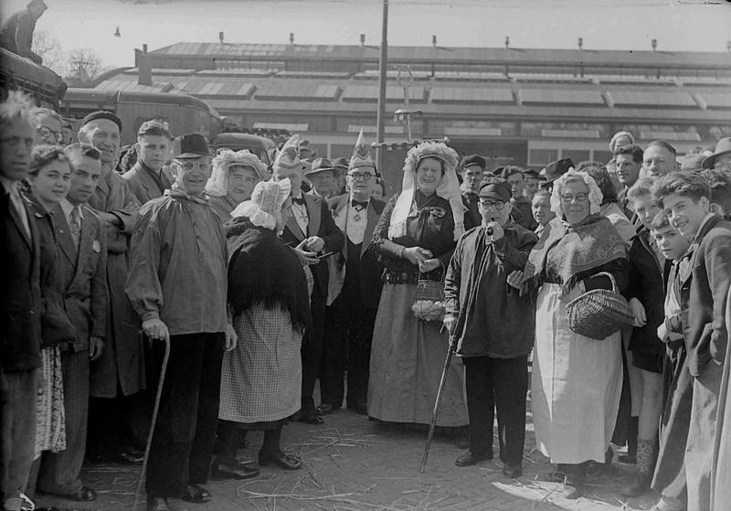 Lentejool met bezoek aan de Veemarkt, later Terminus ( nu Joris Ivensplein)