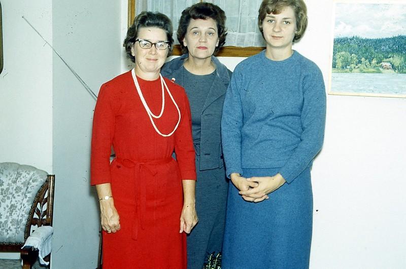 1966 - Millie Olson, Ruth Gustafson, & Millie's Niece.jpg