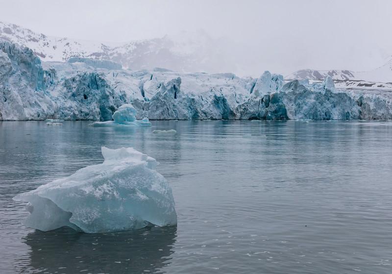Inspirato-Arctic_Expedition18-08-July14_Glacier-2768.jpg