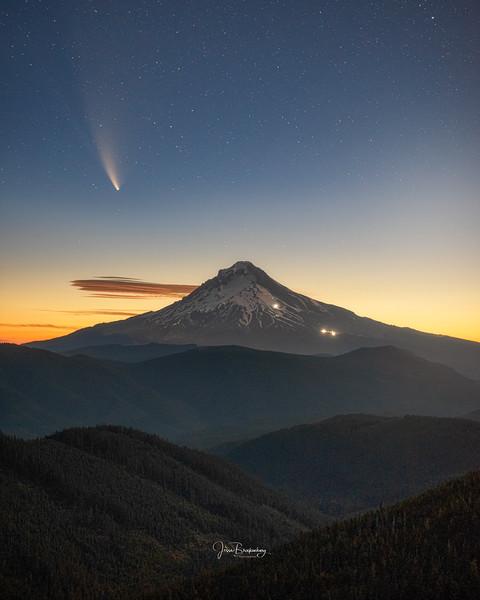 Single Comet.jpg