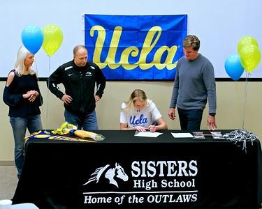 Hawley Harrer Signs @ UCLA Volleyball 2018