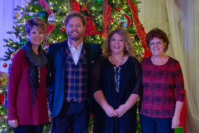 VIP photos are free for downloads you only need to pay for Prints.  You are free to post the VIP photos on your social media sites. -  Christmas Barn Bash | David Phelps VIP Friday 2018