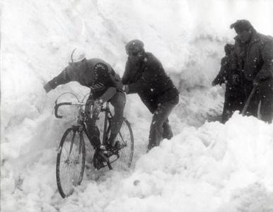 El Giro en el Stelvio con nieve