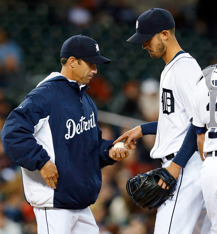 . Detroit Tigers manager Brad Ausmus takes the ball from pitcher Rick Porcello against the Houston Astros in the seventh inning of a baseball game in Detroit, Wednesday, May 7, 2014. (AP Photo/Paul Sancya)