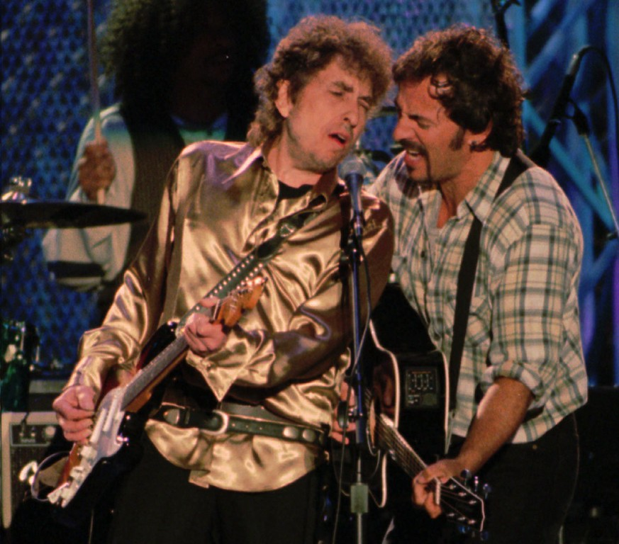 . Bob Dylan is joined by Bruce Springsteen, right, during Dylan\'s set for the Rock and Roll Hall of Fame benefit concert Saturday night, Sept. 2, 1995, in Cleveland. (AP Photo/Tony Dejak)