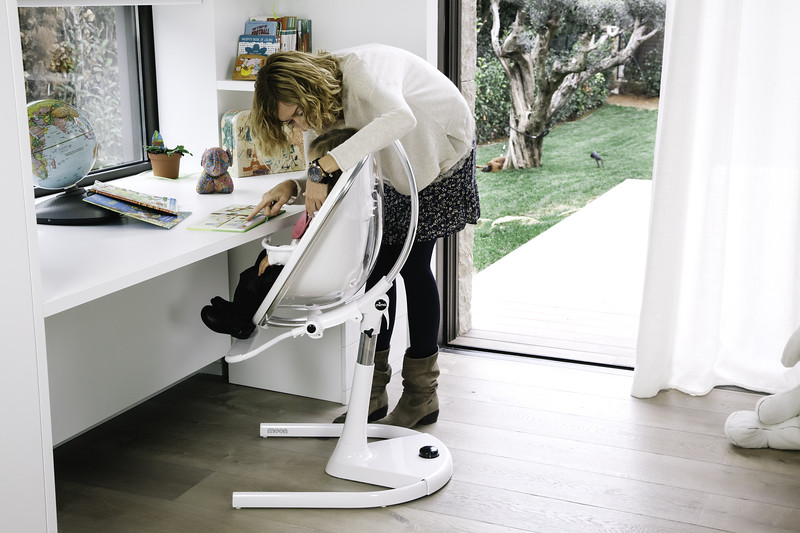 Mima_Moon_Lifestyle_White_Highchair_Mum_Teaching_Child_Wide_Angle.jpg