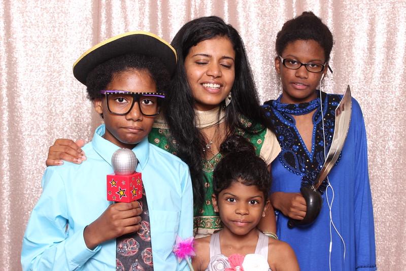 Boothie-PhotoboothRental-PriyaAbe-O-152.jpg