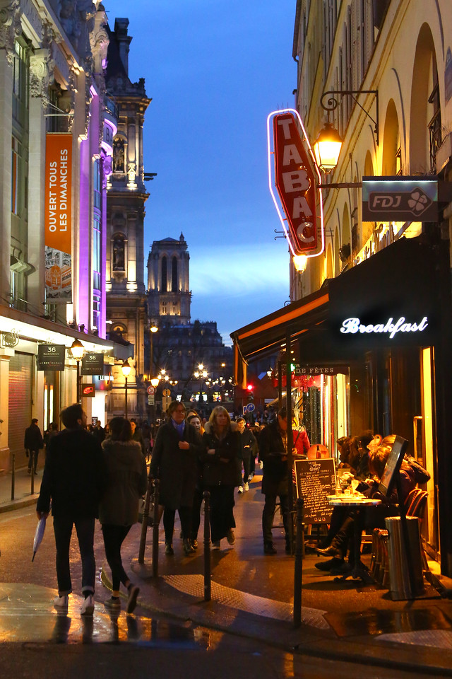 Paris by night - Rue du Temple