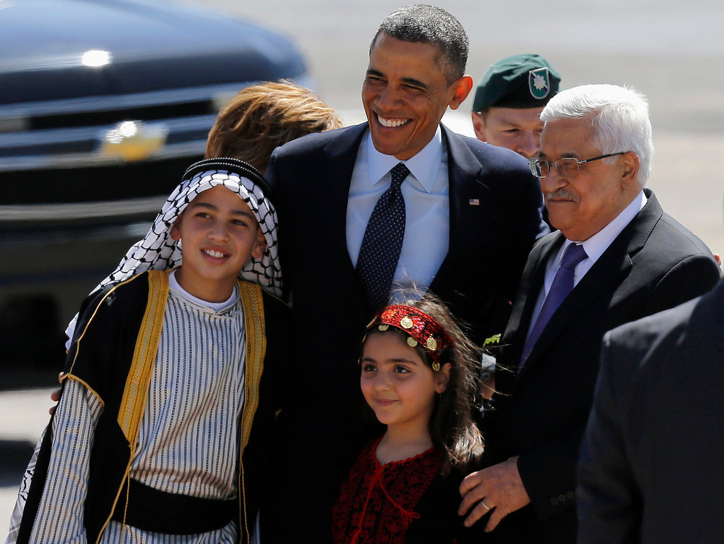 . U.S. President Barack Obama (C) and Palestinian President Mahmoud Abbas (R) pose for a photo with Palestinian children during a welcoming ceremony in the West Bank city of Ramallah March 21, 2013. Taking a diplomatic detour from his first official visit to Israel, Obama traveled to the West Bank on Thursday for talks with Palestinian leaders who accuse him of letting Israel ride rough-shod over their dream of statehood. REUTERS/Ammar Awad