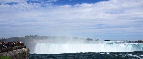Waterfalls in daylight : Horseshoe Falls, Niagara Falls, Ontario [Vivienne]