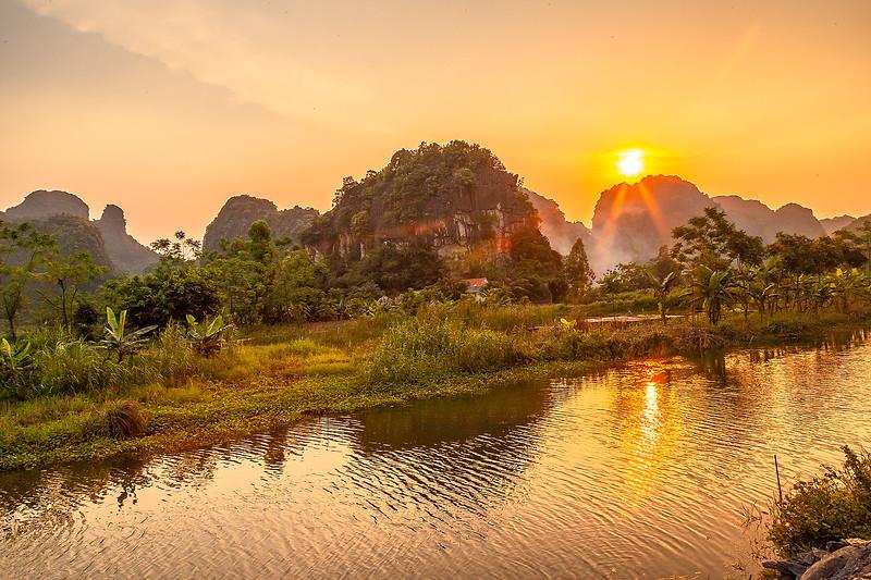 Ninh Binh River SunsetIMG_7573.jpg