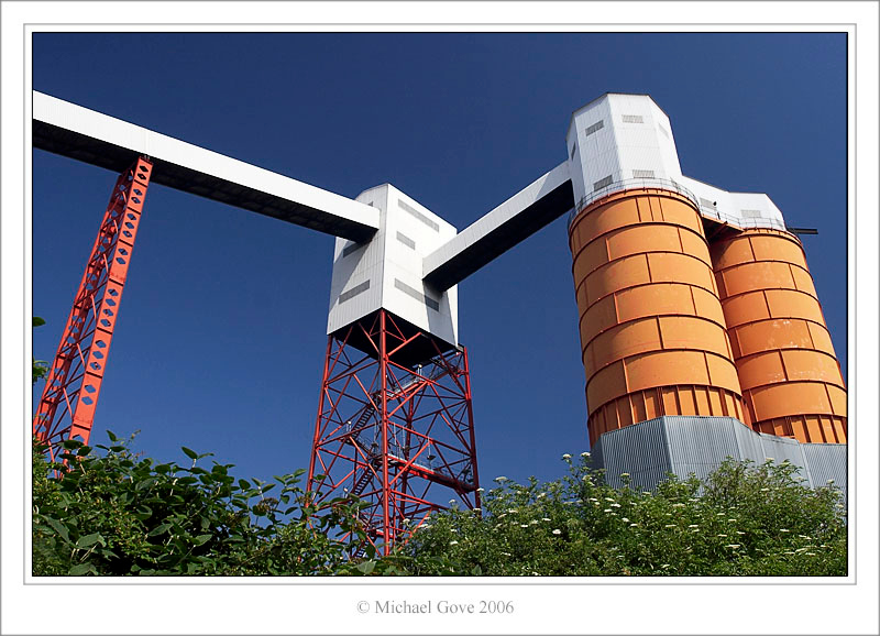 Orange Towers  Avonmouth Bristol (61985262).jpg
