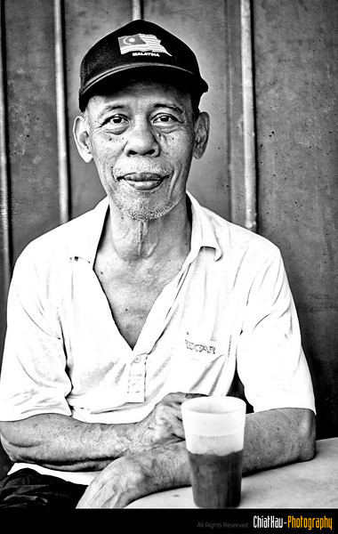 """Another shot from the uncle..., and before I leave, uncle ask me if I am from Hong Kong? I told him I am from Kedah... :""""P (Darn, do I look like a HongKie?) :""""P"""