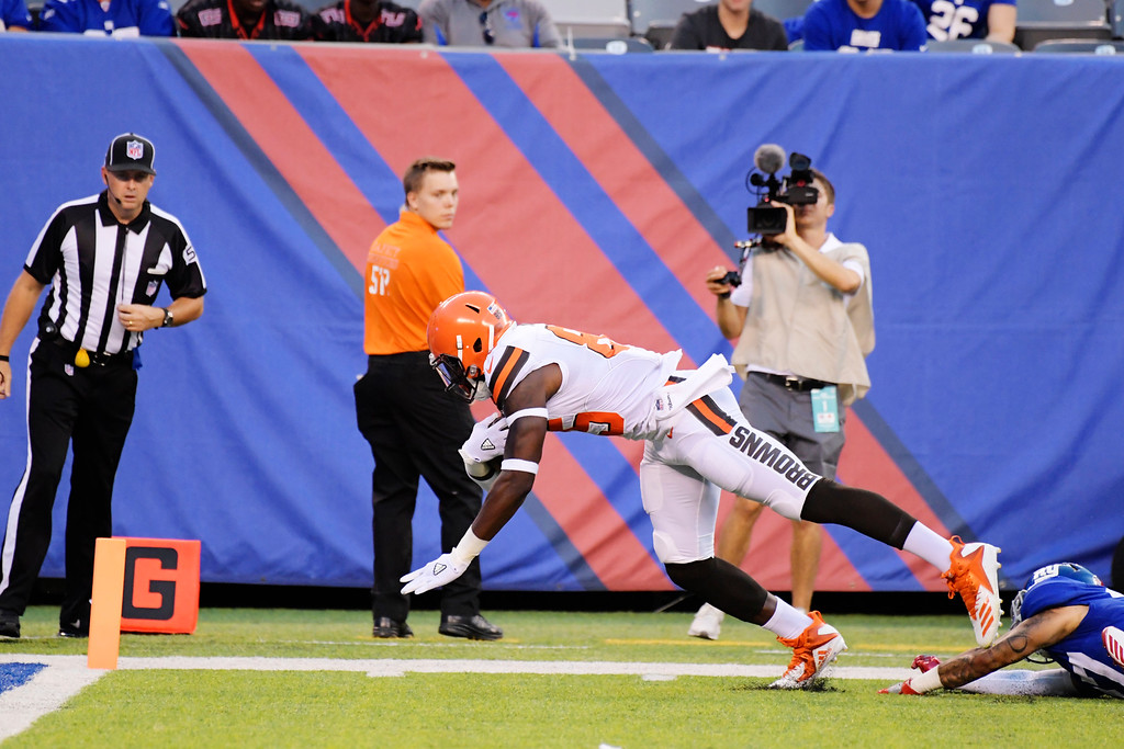 . Cleveland Browns tight end David Njoku (85) dives away from New York Giants\' Darian Thompson (27) for a touchdown during the first half of a preseason NFL football game Thursday, Aug. 9, 2018, in East Rutherford, N.J. (AP Photo/Bill Kostroun)