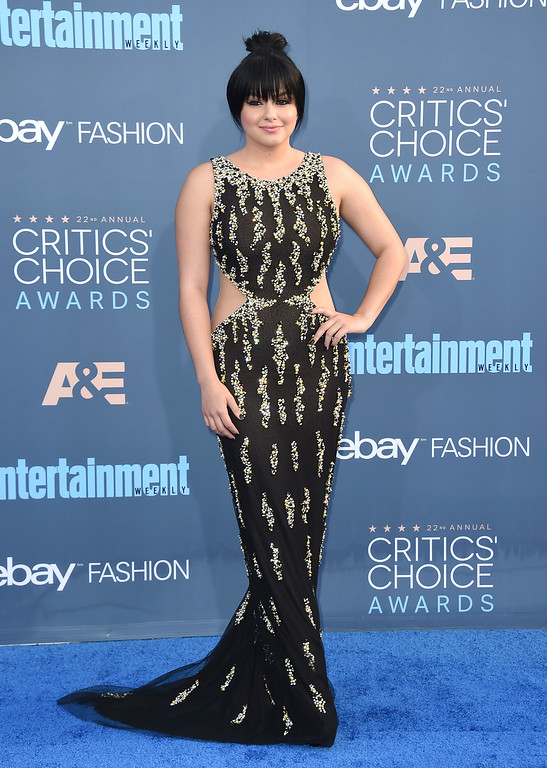 . Ariel Winter arrives at the 22nd annual Critics\' Choice Awards at the Barker Hangar on Sunday, Dec. 11, 2016, in Santa Monica, Calif. (Photo by Jordan Strauss/Invision/AP)