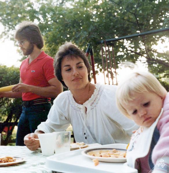 1982 Bennie, Vicky and child.jpeg