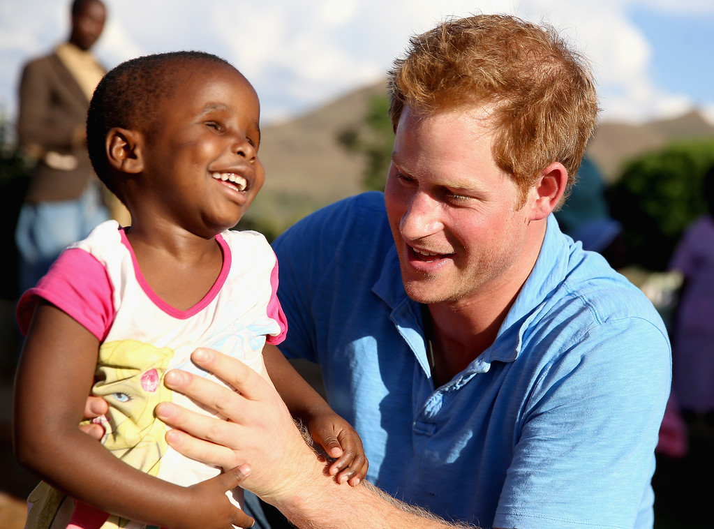 . Prince Harry plays with a three year old blind girl called Karabo during a visit to Phelisanong Children\'s Home on December 6, 2014 in Pitseng, Lesotho. (Photo by Chris Jackson/Getty Images for Sentebale)