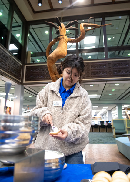 Alexis Martinez stops by the Mary and Jell Bell Library for a fresh bagel during the Islander Alumni Association's Books & Bagels event.  Learn more about upcoming events happening during the week of finals: https://adobe.ly/2jsnvSu