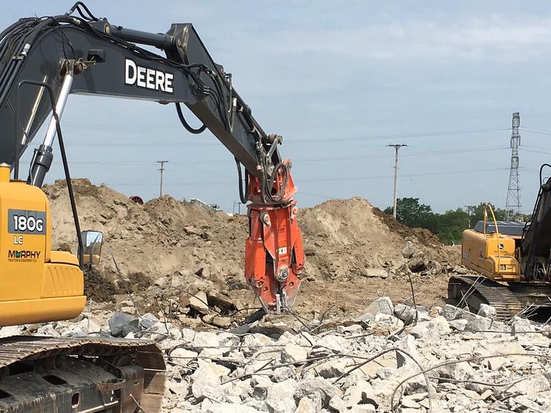 NPK M20G material processor on Deere excavator - Murphy Tractor in MI 2017 (3).JPG