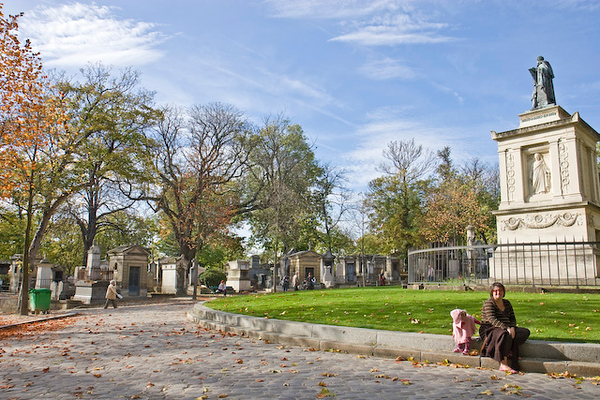 Sunny afternoon at Pere Lachaise, Paris