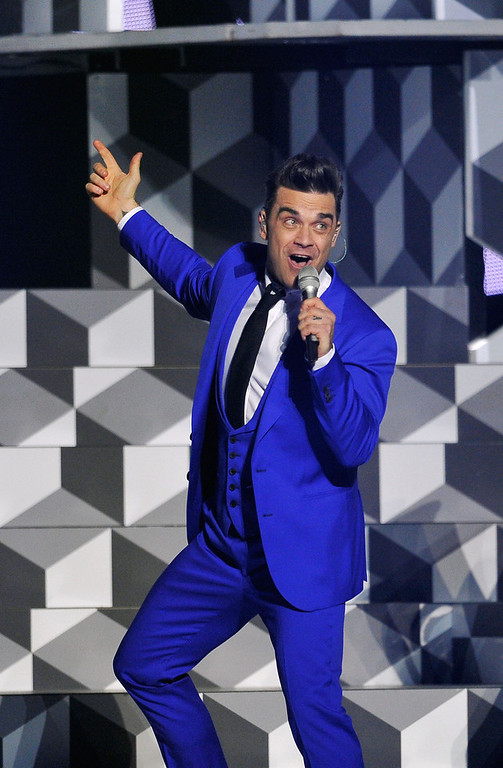 . Robbie Williams performs on stage during the Brit Awards 2013 at the 02 Arena on February 20, 2013 in London, England.  (Photo by Matt Kent/Getty Images)
