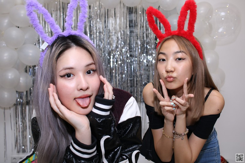 graduation-party-class-of-2021-instant-print-photo-booth-in-ho-chi-minh-Chup-hinh-in-anh-lay-lien-Tiec-Tot-Nghiep-2021-WefieBox-Photobooth-Vietnam-cho-thue-photo-booth-102.jpg