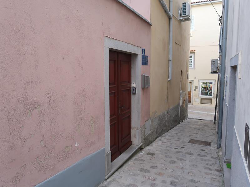 IMG_0954-marija-in-alley.jpg