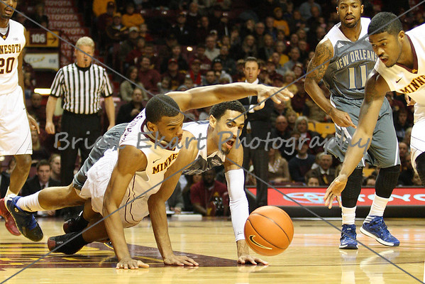 MN Gophers vs New Orleans Privateers - 12/7/13