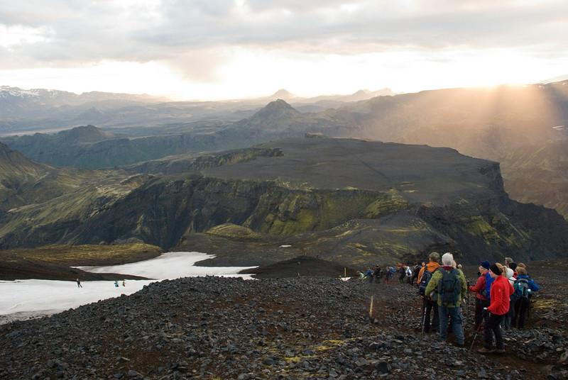 Á leið niður Bröttufönn. Heljarkambur og Morinsheiði framundan. Kl. 4.20