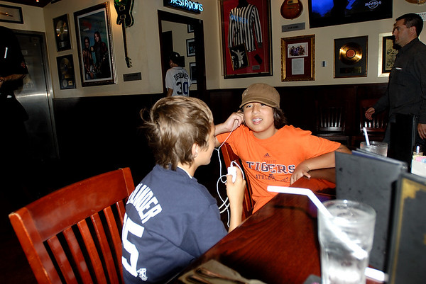 8/5/07 Jonas, Miles, Matt and Phil at the Hard Rock Cafe after the Tigers Game
