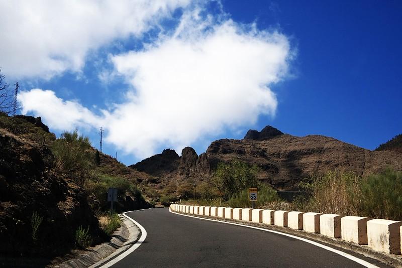 Stoupáme od Santiaga del Teide k hřebenu nad Mascou