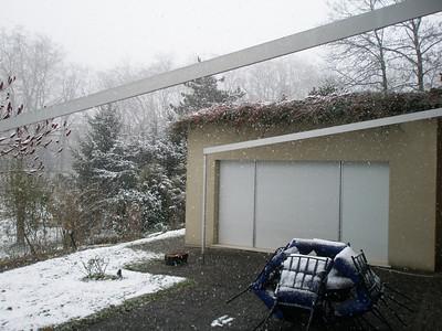2008-11-22 Snow in the backyard
