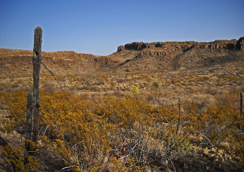 Auras-Canyon-hike-fence-3.jpg