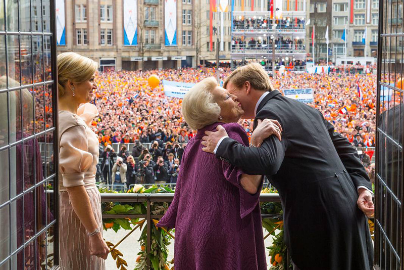 . A picture released on April 30, 2013 by the Dutch Royal House (RVD) shows The Netherlands King Willem Alexander (R) kissing his mother Queen Beatrix while his wife Maxima watches on a balcony of the Royal Palace in Amsterdam. The Netherlands\' Willem-Alexander became Europe\'s youngest monarch on Tuesday after his mother, queen Beatrix, abdicated and his country hailed the avowedly 21st-century king with a massive, orange-hued party. JEROEN VAN DER MEYDE/AFP/Getty Images