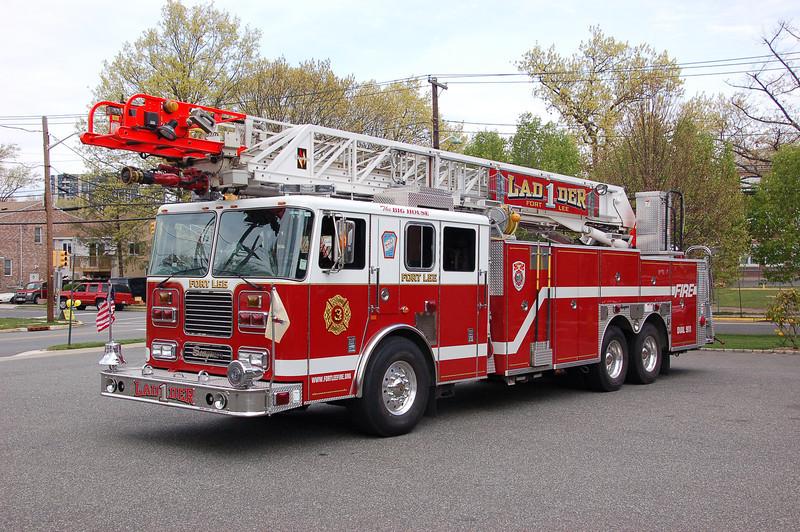 Fort Lee Ladder 1 - 2004 Seagrave 100' (2012).jpg