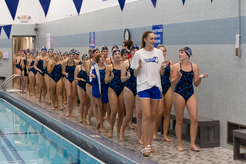 Southington gets ready to take on East Catholic Wednesday at the YMCA in Southington September 27, 2017 | Justin Weekes / For the Record-Journal