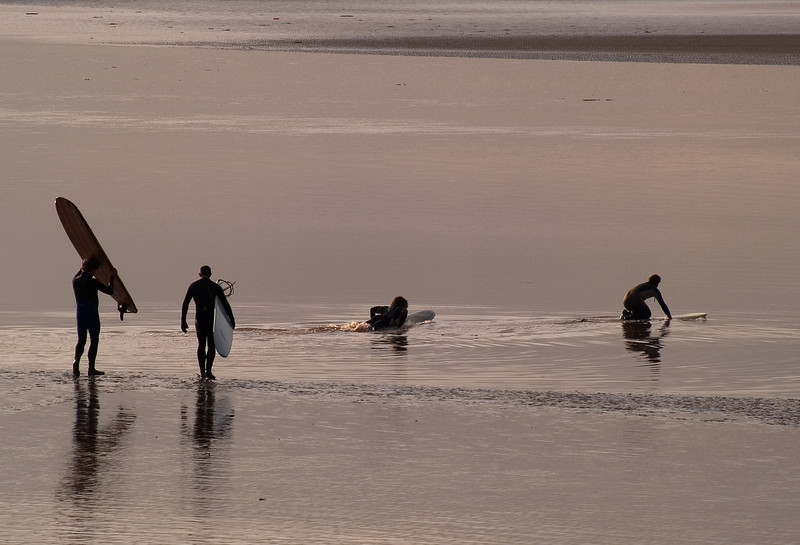 I was really pleased with this image since the low level sunlight was head on.  The guys had just finished crossing the muddy road and were wading into position. They need those wetsuits too. Don't forget its winter and air temps are not much above freezing. The water was probably warmer than the air!  Olympus E1, 90-250mm, F7.1, 1/800s.