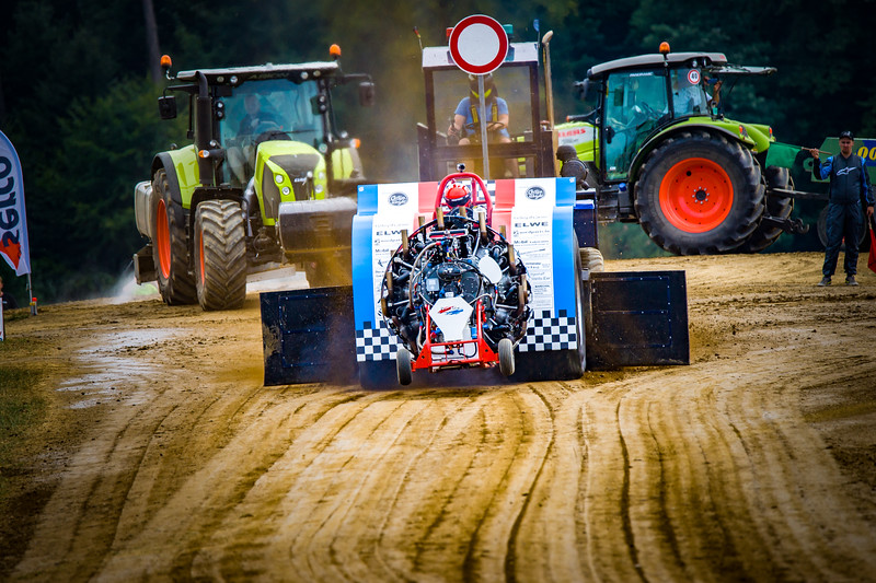 Tractor Pulling 2015-02373.jpg