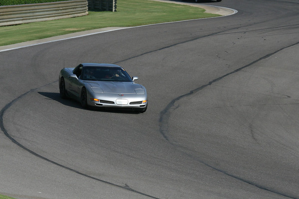 #69 SIlver Corvette