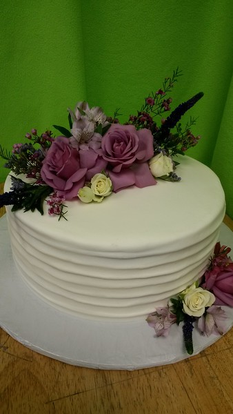 BOB 10  Simple banded single tier with fresh flowers supplied to us Bride.
