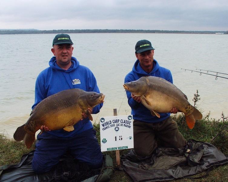 WCC00-angpub-Winners 5 - Paul & Paul holding carp