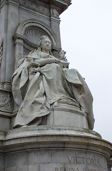 Buckingham Palace - Statue of Victoria