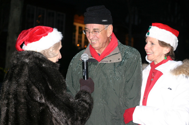 08 12-11 Cable Television reporter Eileen Love interviews Millard who was Grand Marshall of the parade. ls