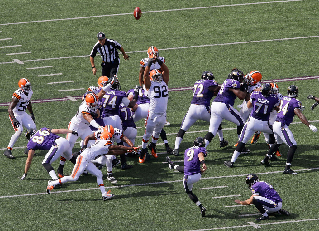 . Baltimore Ravens kicker Justin Tucker (9) misses a field goal-attempt during the first half of an NFL football game against the Cleveland Browns in Baltimore, Md., Sunday, Sept. 15, 2013. (AP Photo/Patrick Semansky)