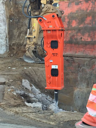 NPK GH12 hydraulic hammer_utility excavation..jpg
