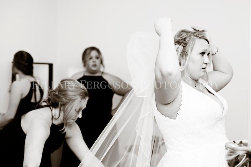Hillary_Ferguson_Photography_Melinda+Derek_Getting_Ready219.jpg