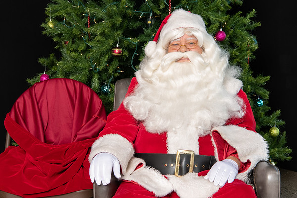 Rosie Hatfield - Fazendin Realtors Santa Photos